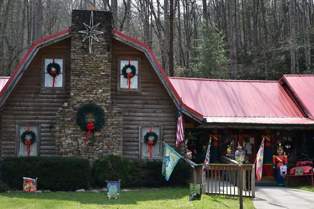 Top 5 Christmas Shops in Gatlinburg and Pigeon Forge
