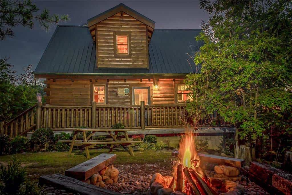 5 Best Smoky Mountain Cabins with Fire Pits for Your Vacation